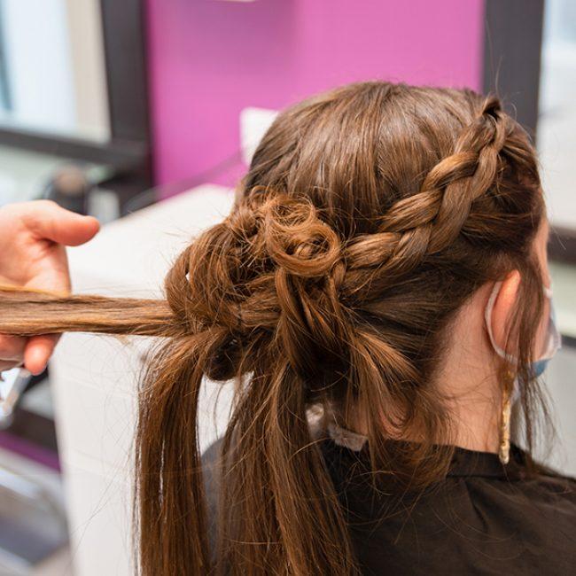 coupe-evenementiel-femme-chignon-Hair-Appro-Amiens